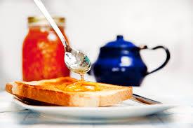 La mermelada de naranja amarga es el producto más típico derivado de esta fruta