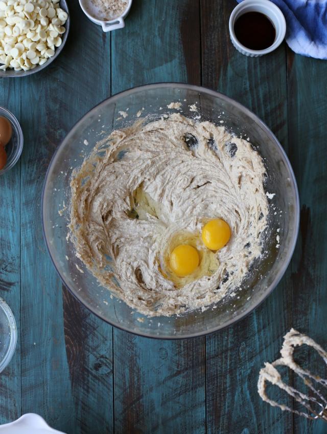 Para hacer estas receas con pomelo como las galletas los huevos son imprescindibles.