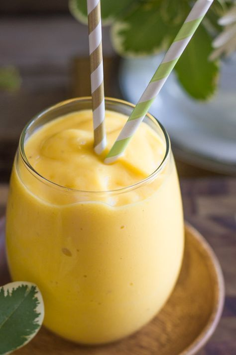 Smoothie de pomelo blanco, mango y pomelo de frente