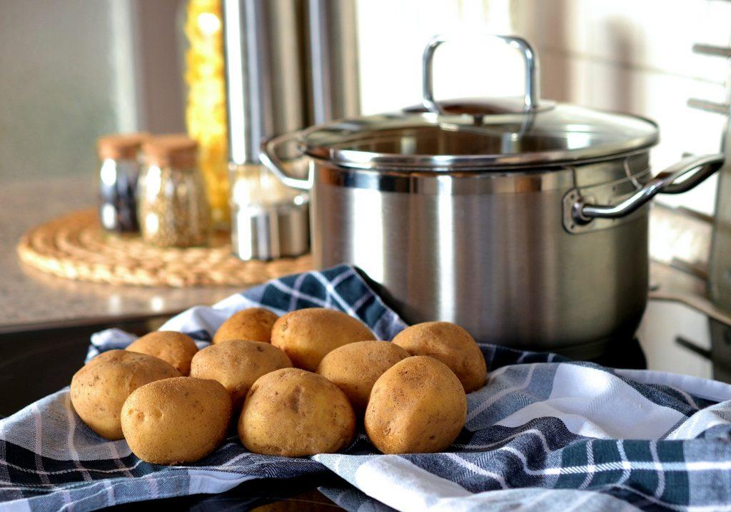 Prueba esta exquisita receta de patatas Bombay 2